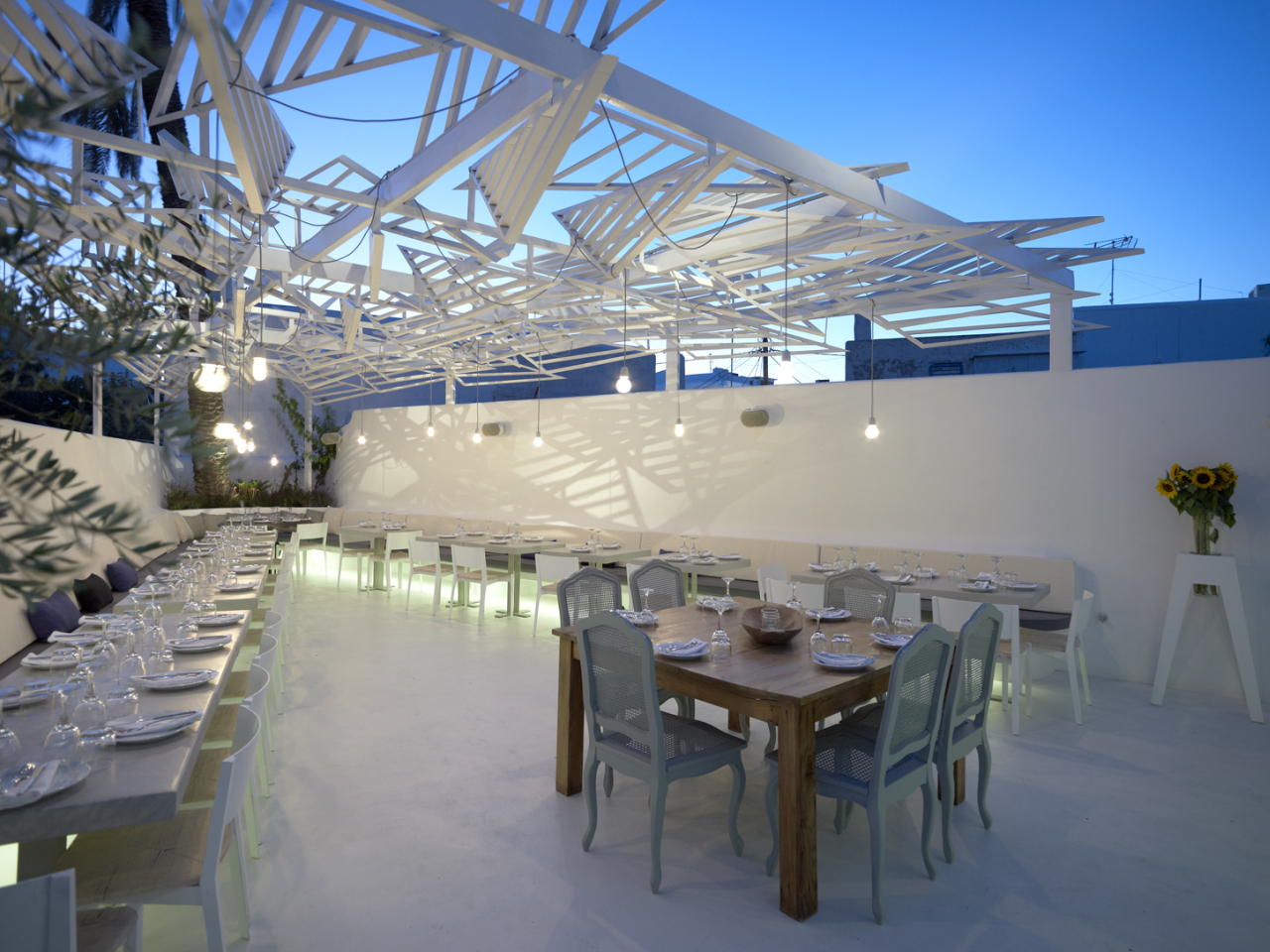 Phos Restaurant In Mykonos Town / LM Architects, © Vangelis Paterakis