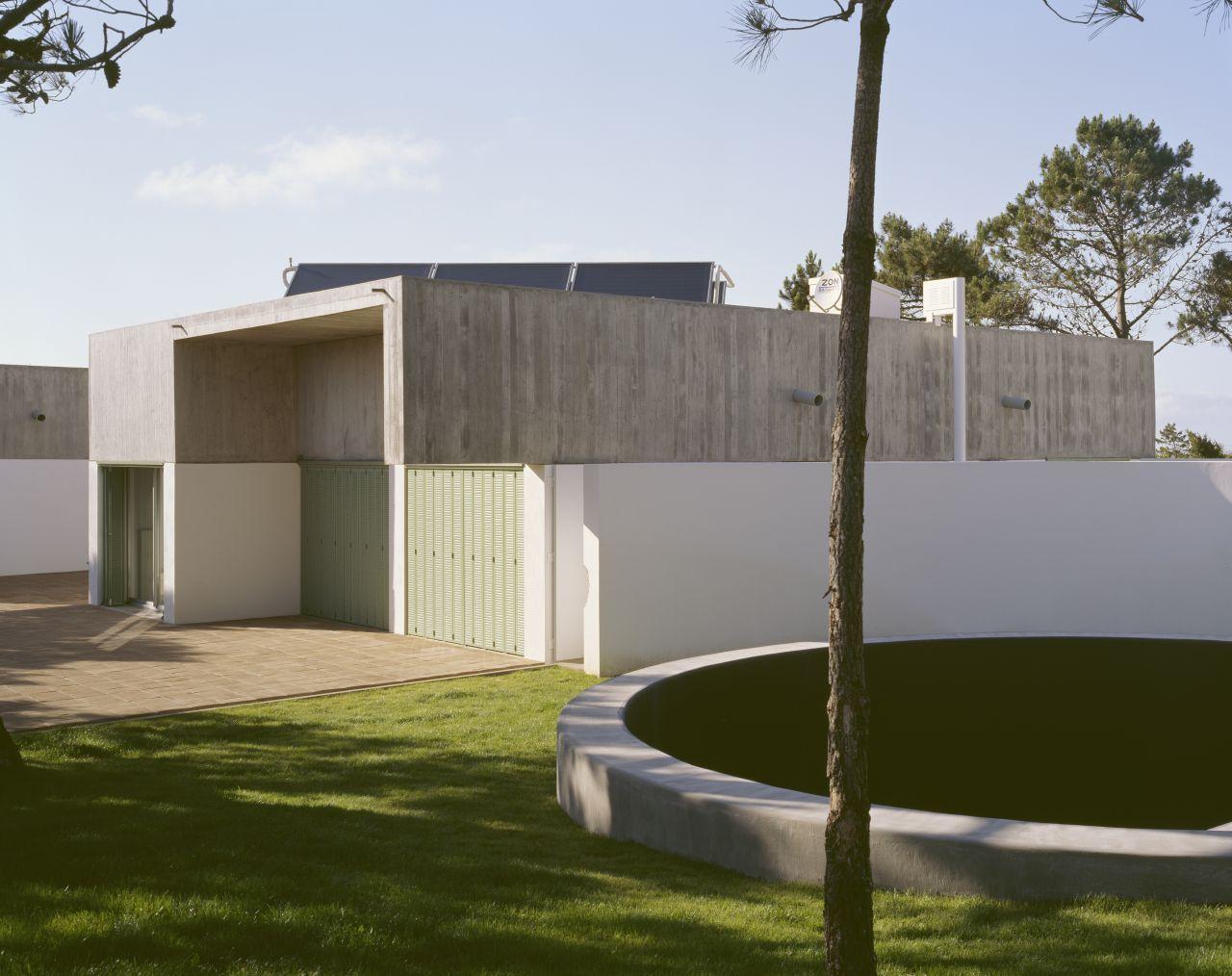 House in Azóia / Steven Evans - Ricardo Jacinto, © Daniel Malhão