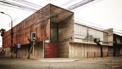 Curricular administrative building Lycée María Auxiliadora / SURco
