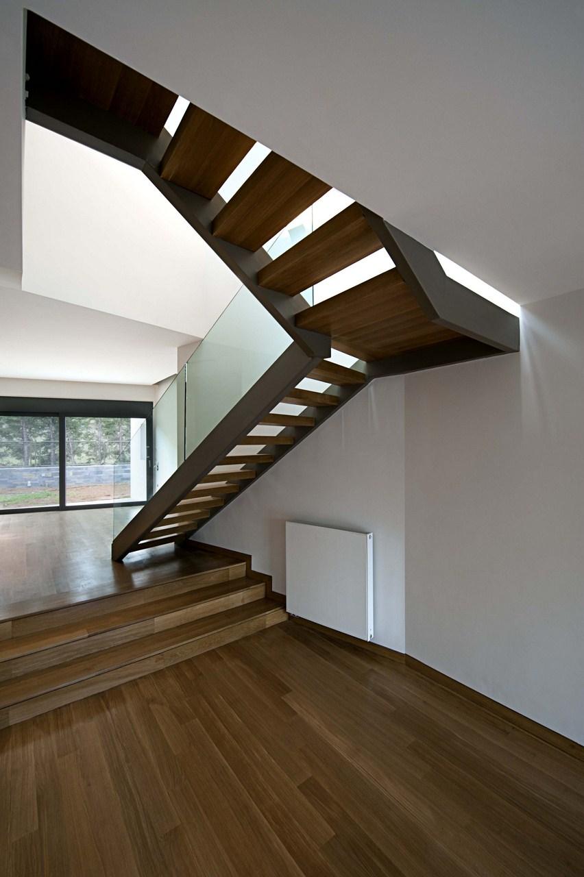 Cascading U Two-Family Residence / AREA