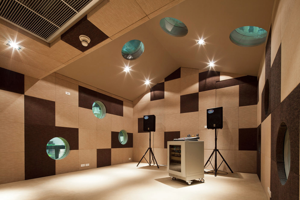 Gallery of bu lounge supermachine studio 18 for Lounge house music