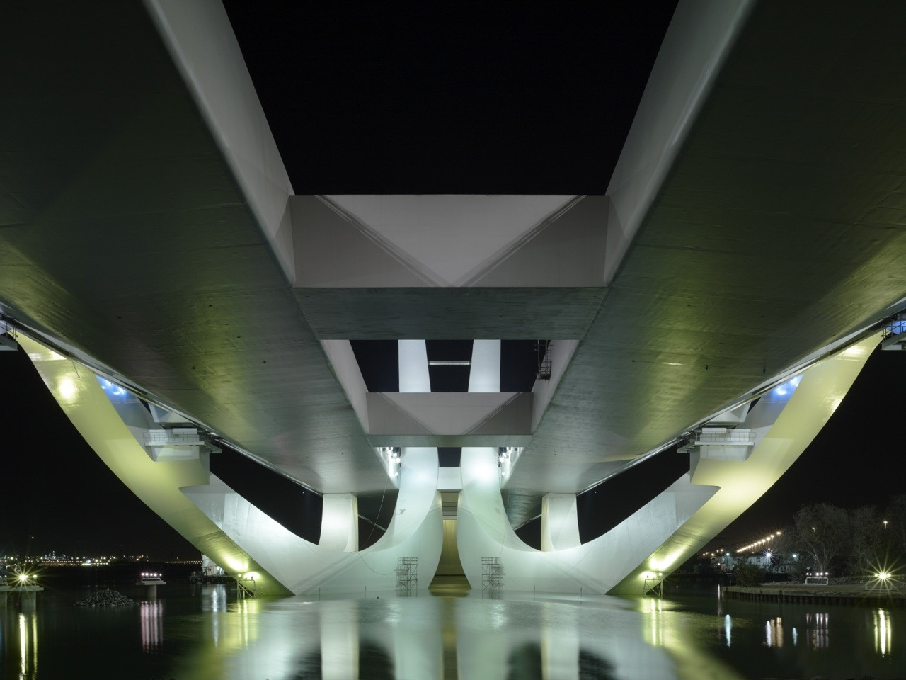 Sheikh Zayed Bridge / Zaha Hadid Architects, © Christian Richters