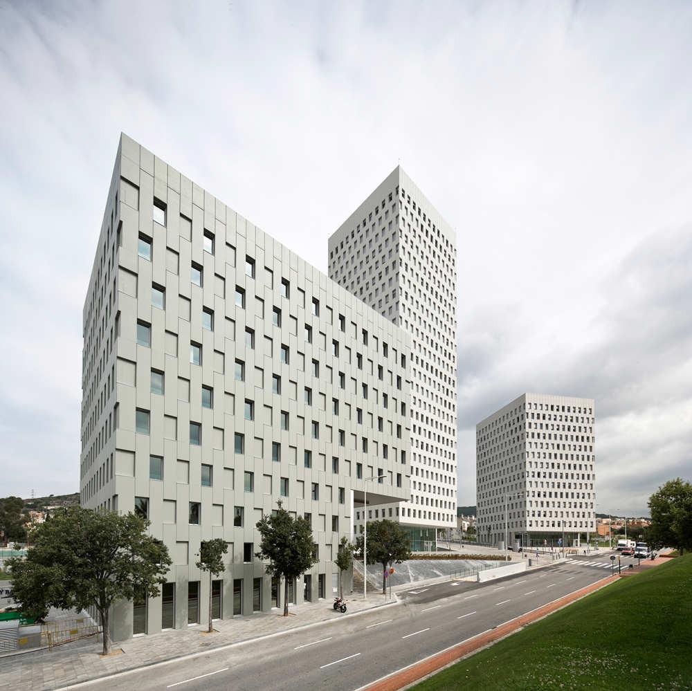 La Pallaresa / Iberian Arquitectos  + Terradas Arquitectos  + Eduardo Souto de Moura), © Pedro Pegenaute