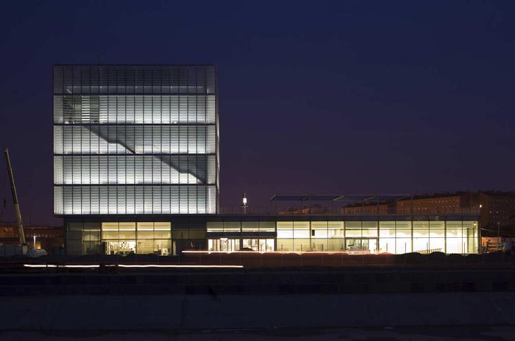 Edificio Expo 2008 / Basilio Tobías, © Pedro Pegenaute