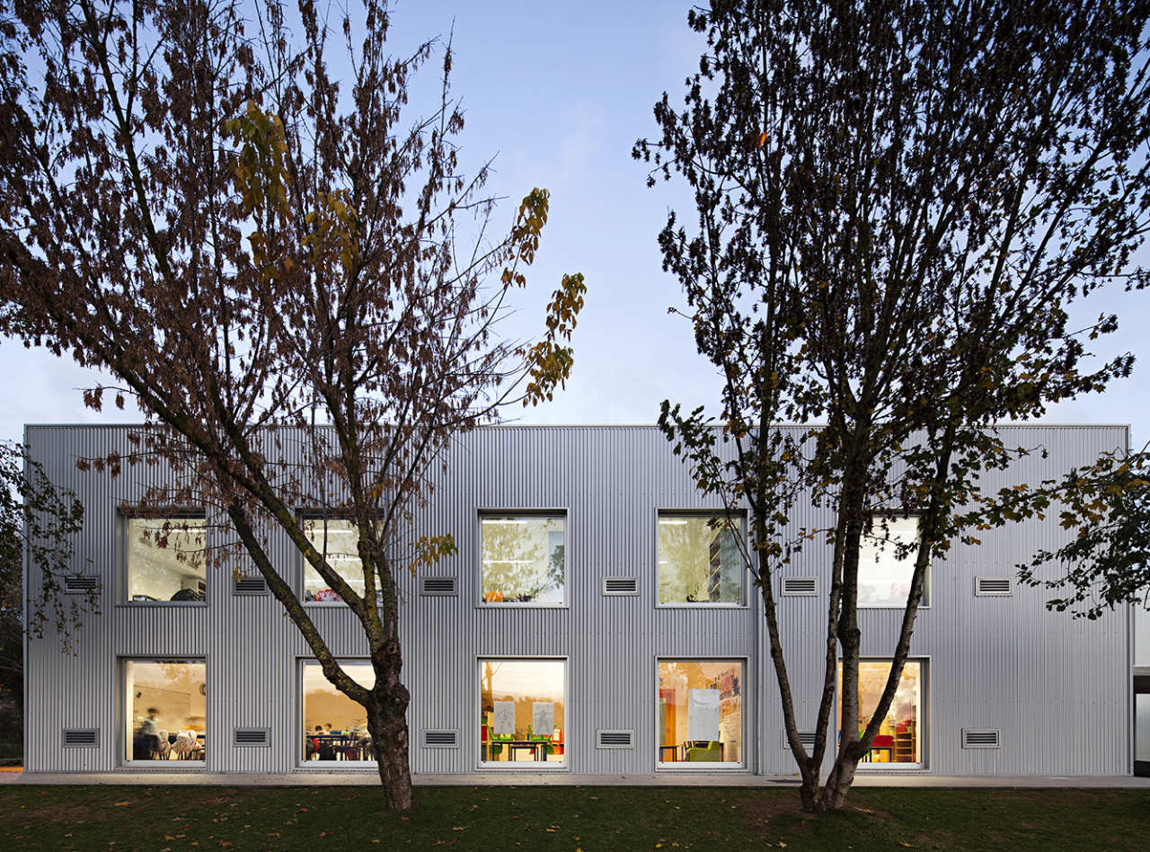 paredes school center atelier nuno lacerda lopes nelson garrido