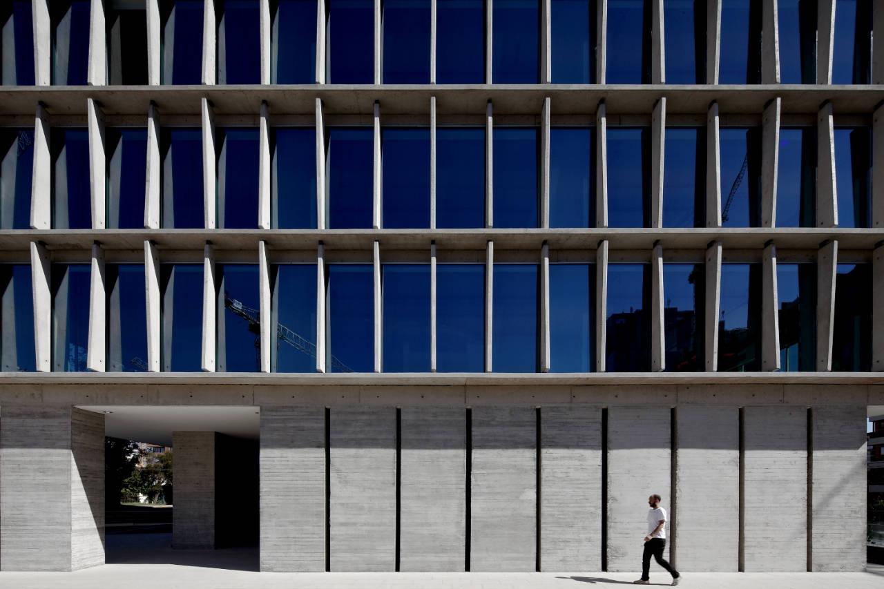 Office Building in Los Militares Street / Mobil Arquitectos + Cruz & Browne Arquitectos, © Nicolás Saieh