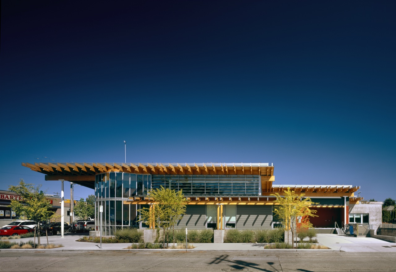 Ballard Library and Neighborhood Service Center / Bohlin Cywinski Jackson, © Nic Lehoux