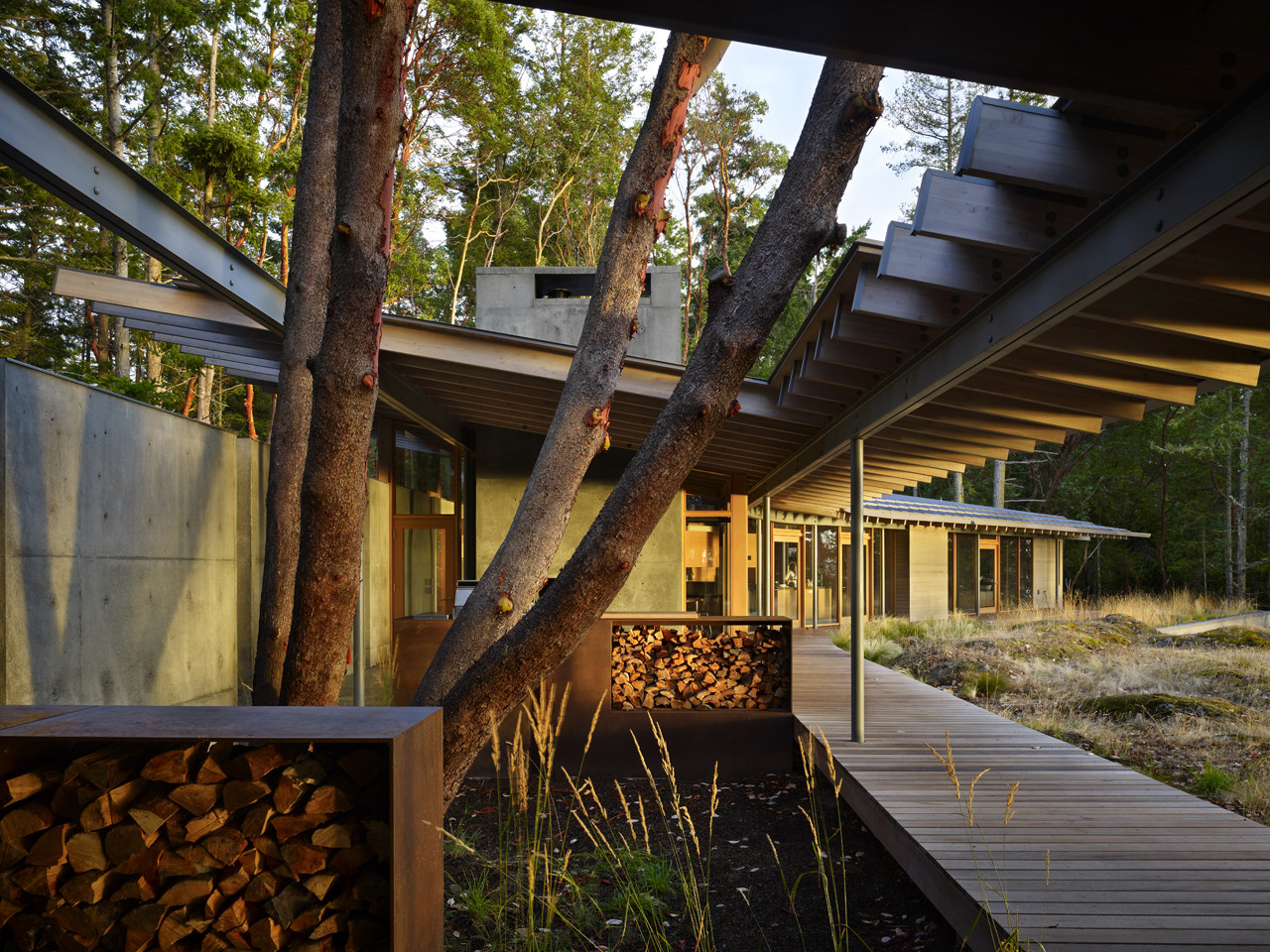 Suncrest Residence / Heliotrope Architects, © Benjamin Benschnieder