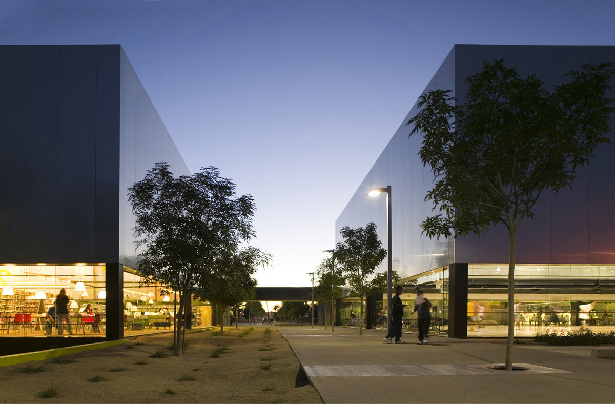 Palo Verde Library and Maryvale Community Center / Gould Evans and Wendell Burnette Architects, © Bill Timmerman