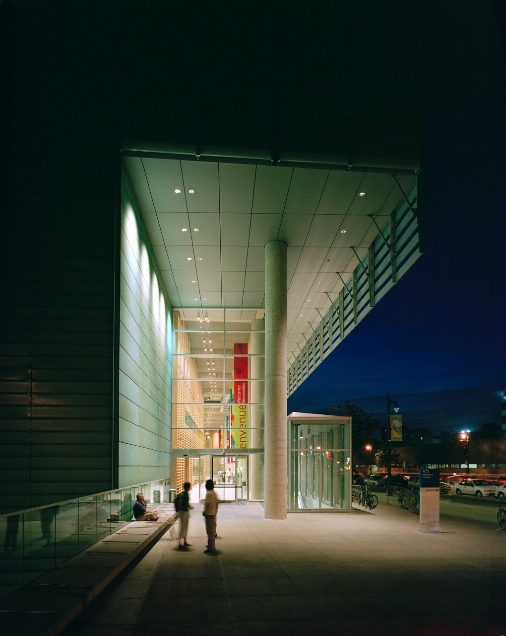 Grand Library of Québec / Patkau Architects  + Croft Pelletier + Menkès Shooner Dagenais architectes associés, © Bernard Fougeres