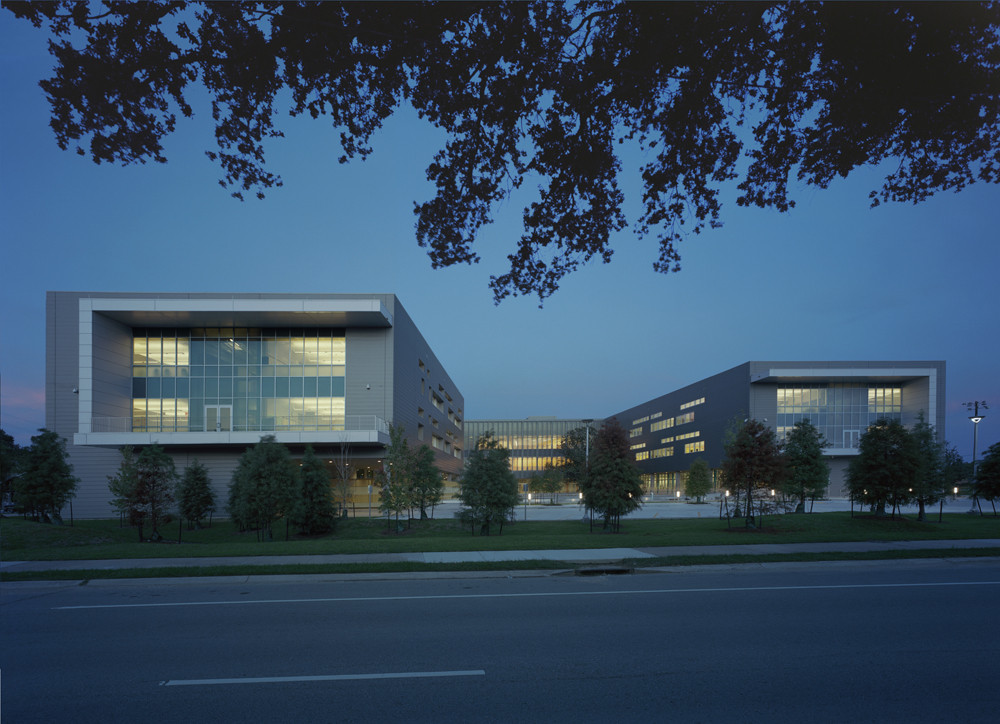 L.B. Landry High School / Eskew+Dumez+Ripple, © Timothy Hursley