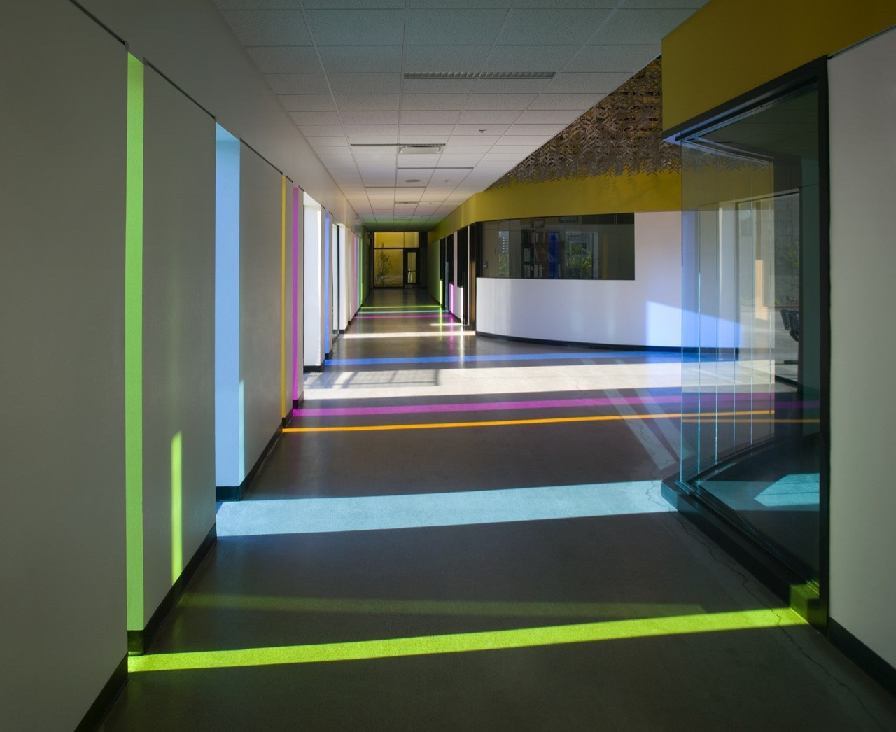 Desiderata alternative high school jones studio archdaily for Interior design for schools