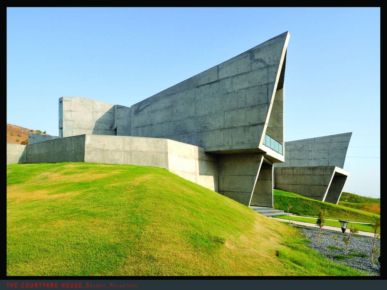 The Courtyard House  / Sanjay Puri Architects PVT Ltd