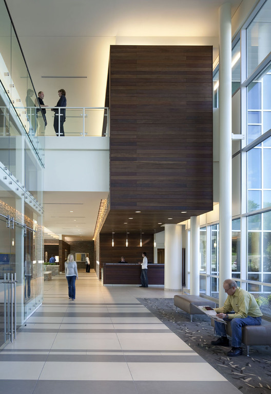 Bellevue medical center hdr architecture archdaily for Commercial interior design cleveland