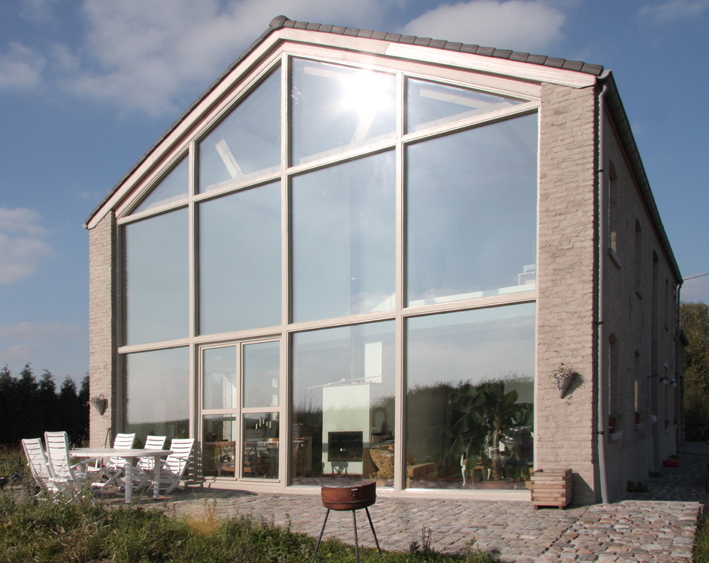Pont á Celles House Refurbishment / calimùcho
