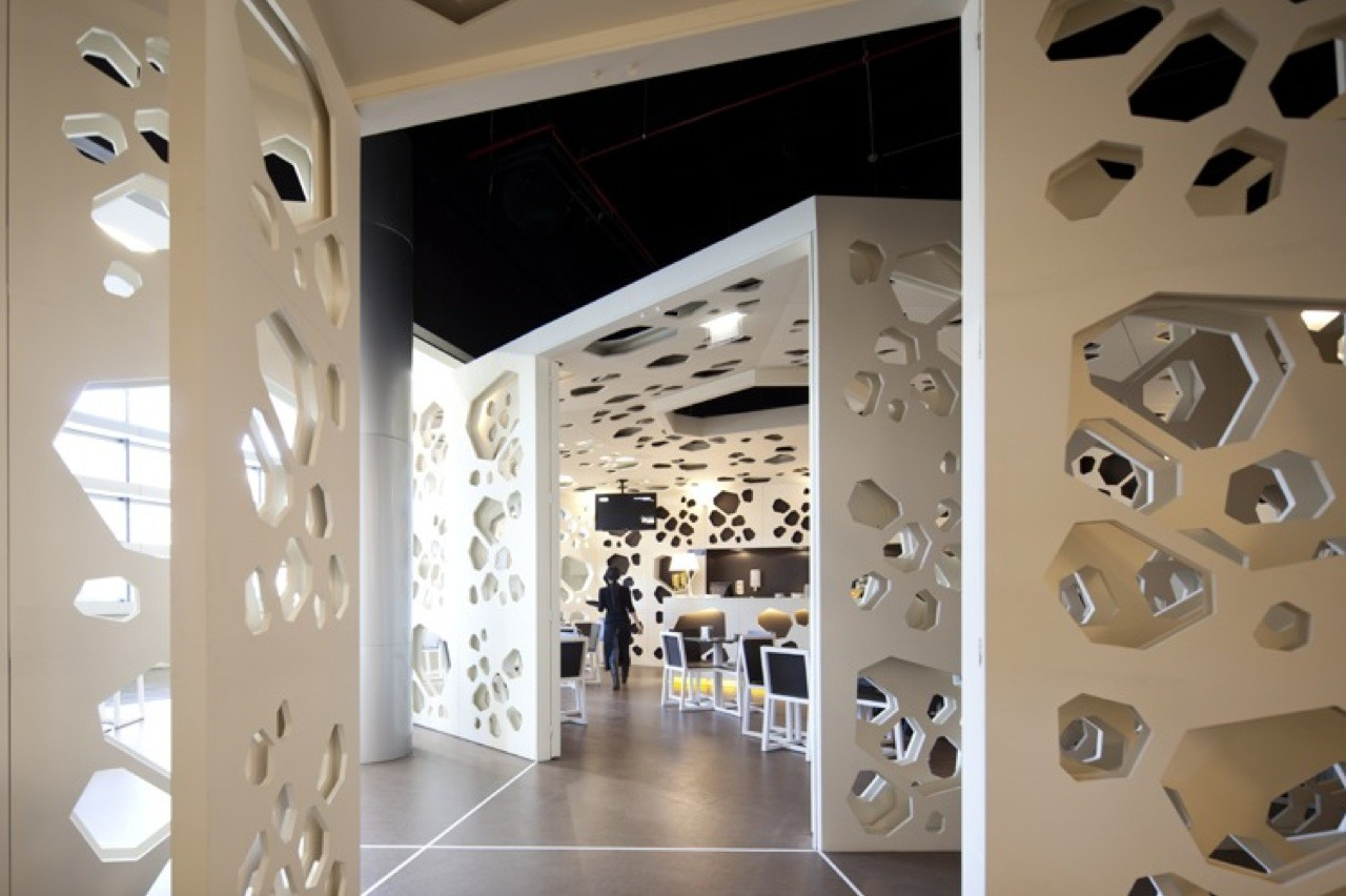 Meltino coffee house loff atelier archdaily for Wall partition design photos