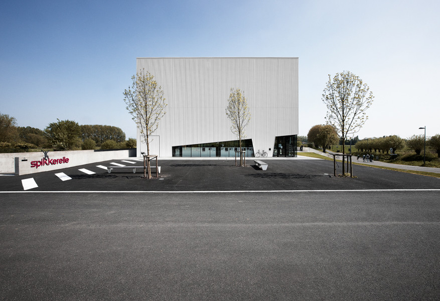 Avelgem Cultural Center / Dierendonckblancke Architecten, © Julien Lanoo