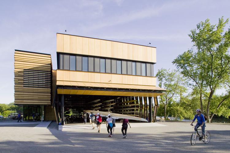 Centro comunitario de botes de remo / Anmahian Winton Architects