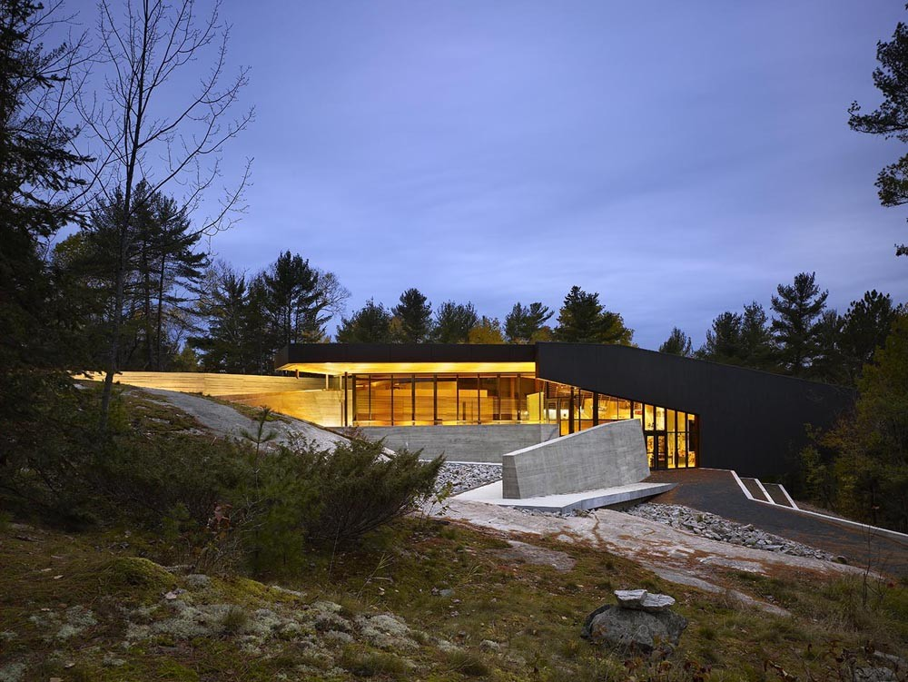 French River Visitor Centre / Baird Sampson Neuert Architects, © Tom Arban