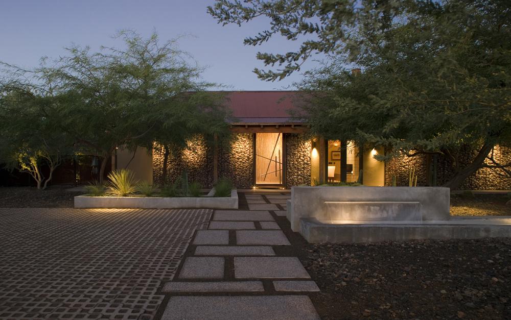 Dillon Residence / Chen + Suchart Studio LLC