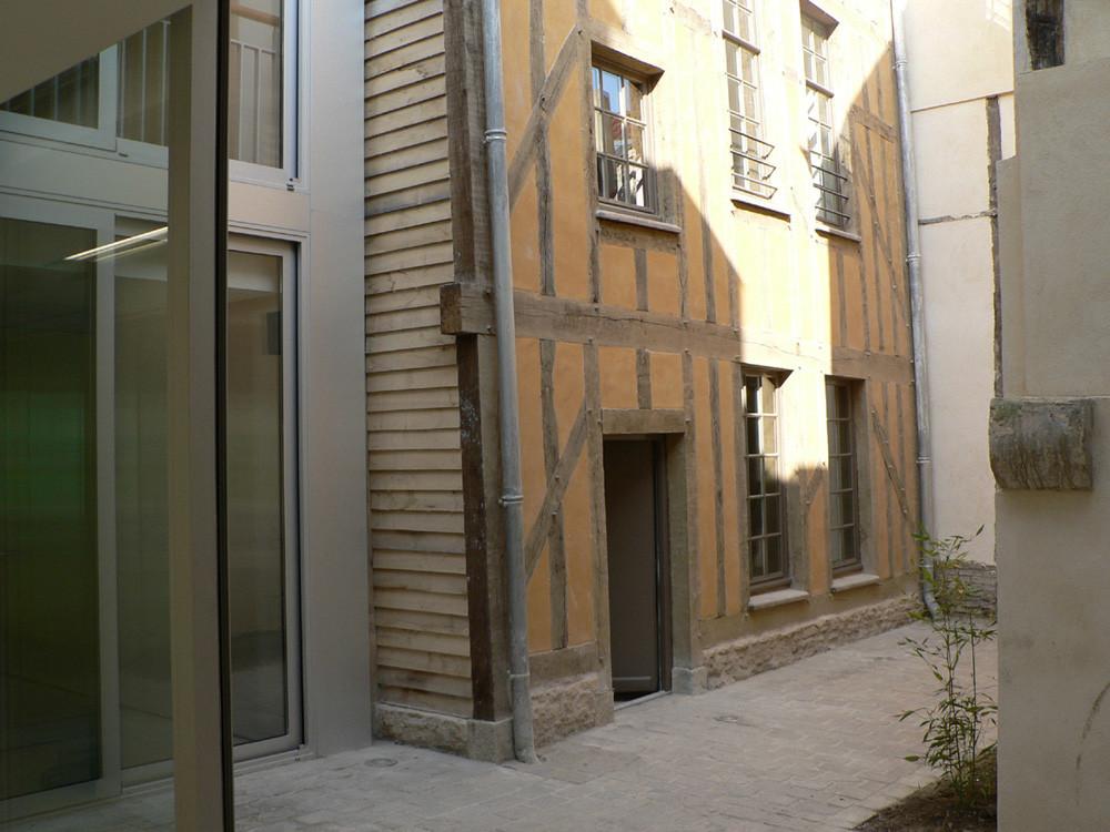 Gallery of agence commerciale opac de l 39 aube colom s for Architecte aube