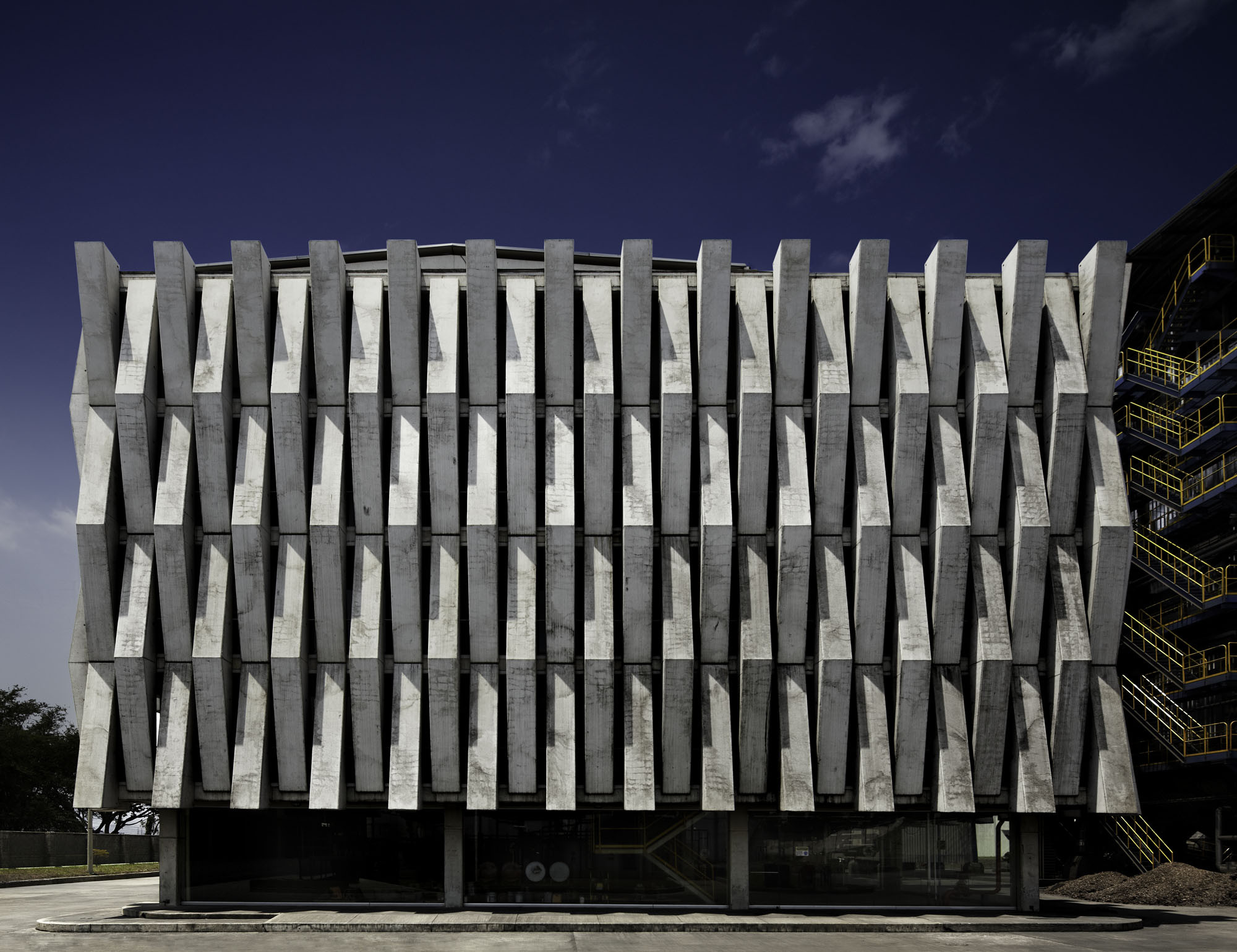 Argos, Building for an Electrical Generator at a Cement Factory / MGP Arquitectura y Urbanismo, © Andrés Valbuena