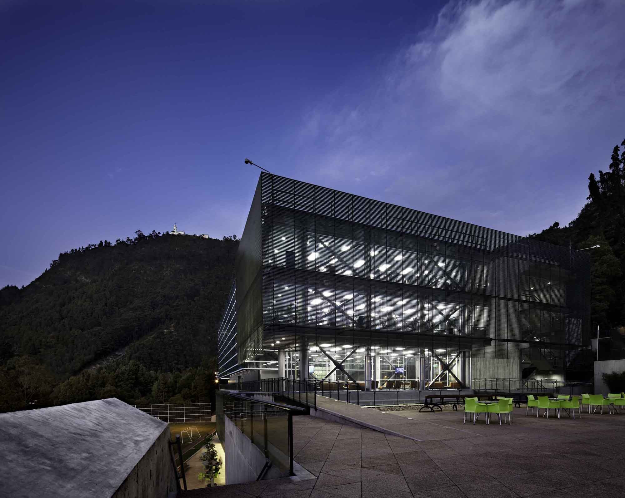 Gallery of universidad de los andes sport facilities mgp for Arquitectura y urbanismo