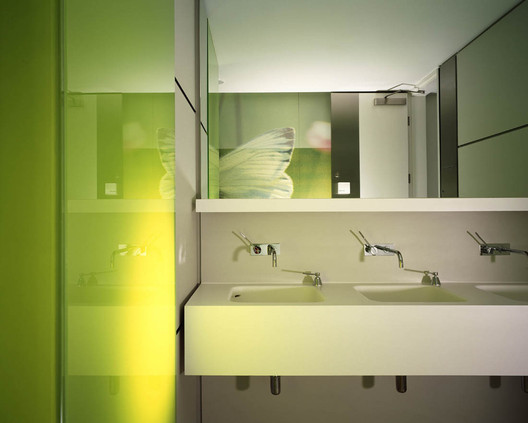 Deloitte consulting mackay partners archdaily for Bathroom design consultant