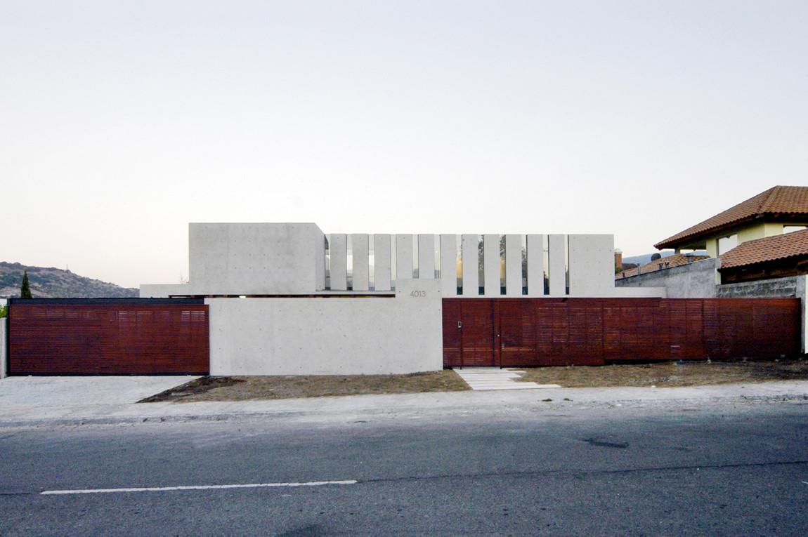 Fleischmann - Ossa house / Mas y Fernández Arquitectos