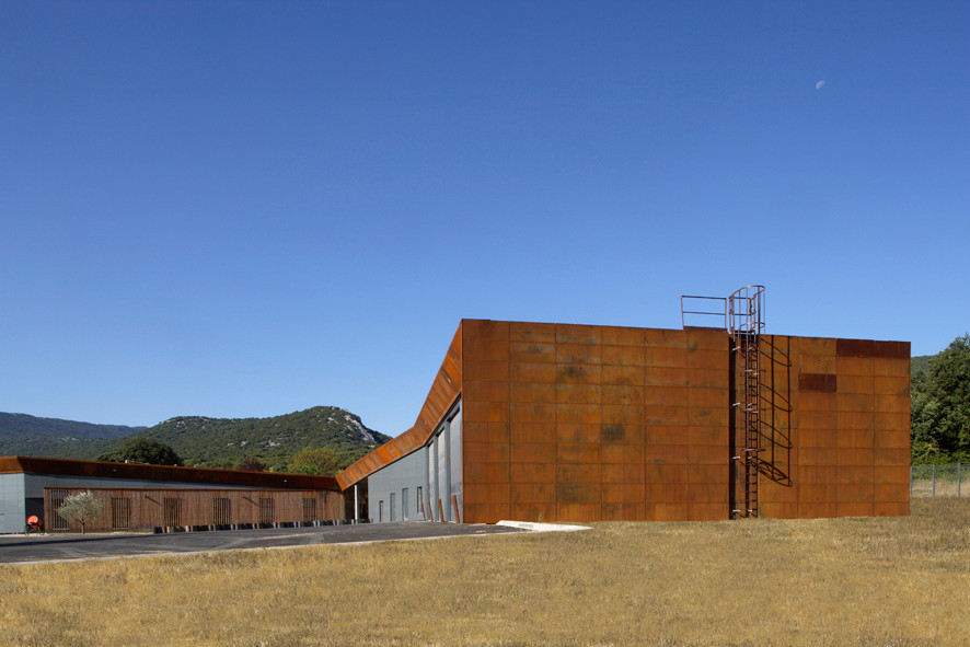 Exploitation Center for Forest Fire Fighters / N+B Architectes