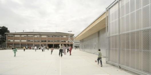 School gym 704 h arquitectes archdaily for Gimnasio 704 h arquitectes