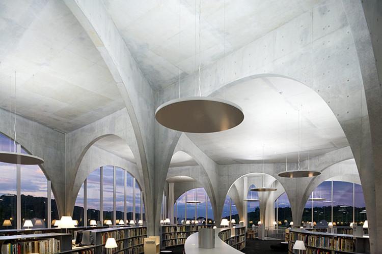 Tama Art University Library / Toyo Ito & Associates, ©  Iwan Baan