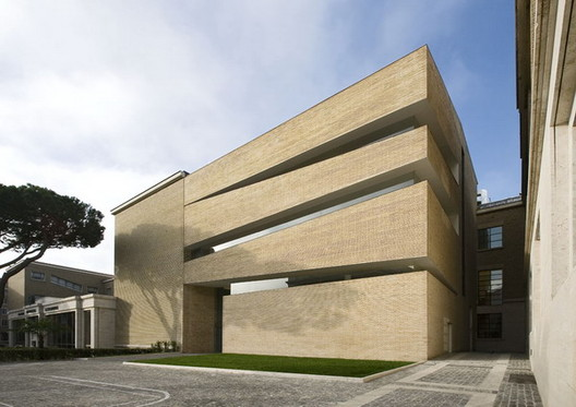 Lateran University Library / King Roselli Architetti