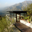 House on the road to Farellones / Max Nuñez  + Bernardo Valdes