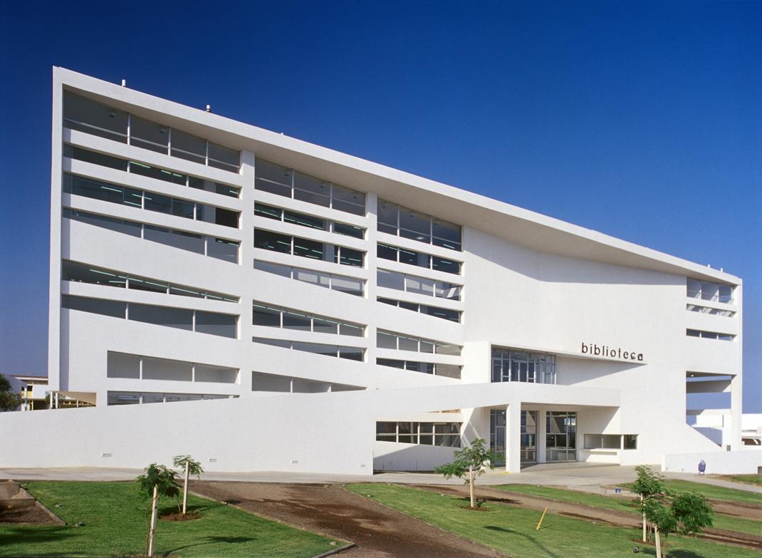 Central library universidad catolica del norte marsino for Arquitectura universidades