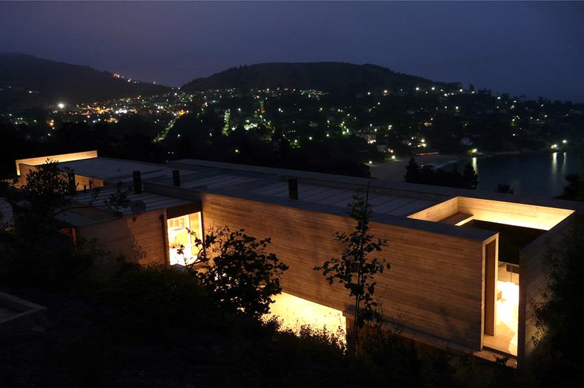 House in Zapallar / Pilar Garcia, Carolina Portugueis, Martin Labbe