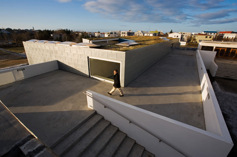 Laugalaekjarskoli secondary school extension / Studio Granda