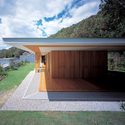 Floating Roof House / Tezuka Architects