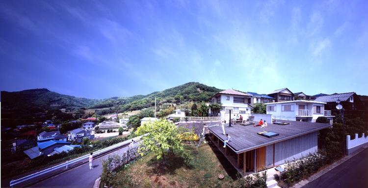 Roof House / Tezuka Architects