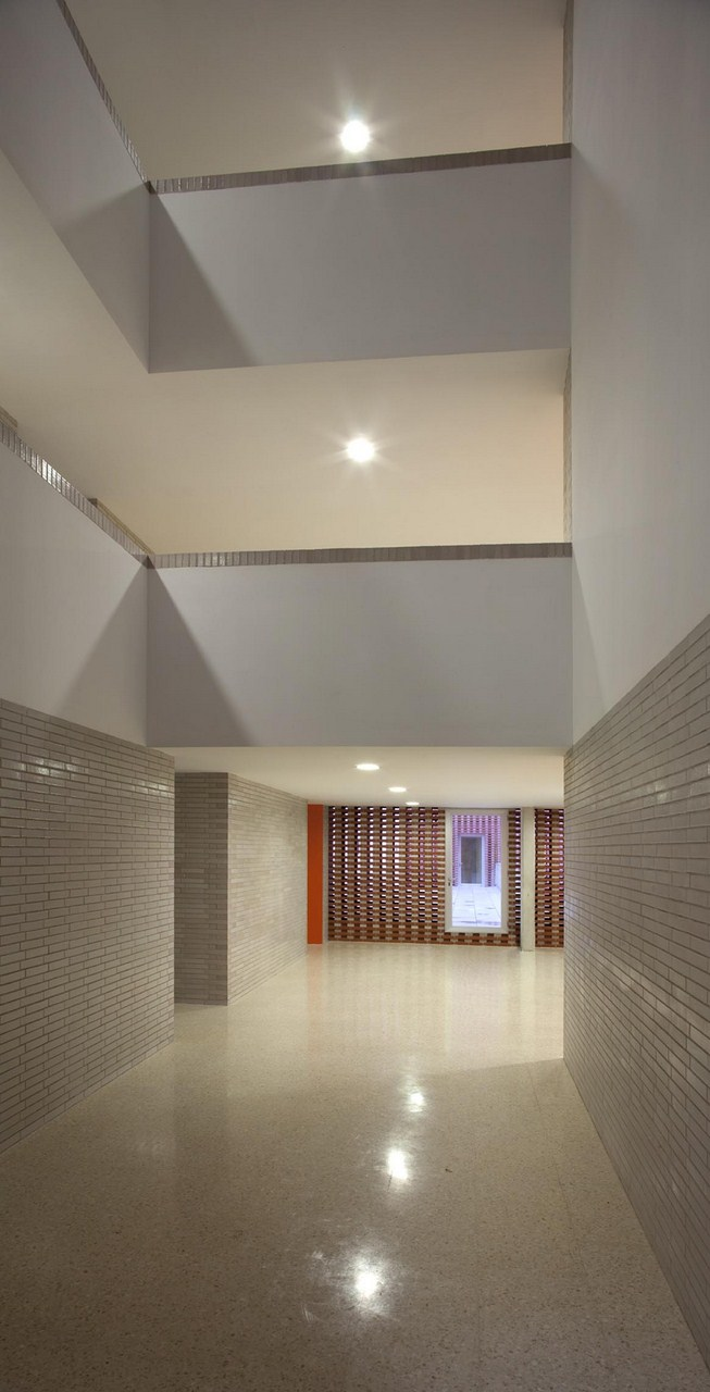 108 Dwellings in Polígono Aeropuerto / Enrique Abascal García