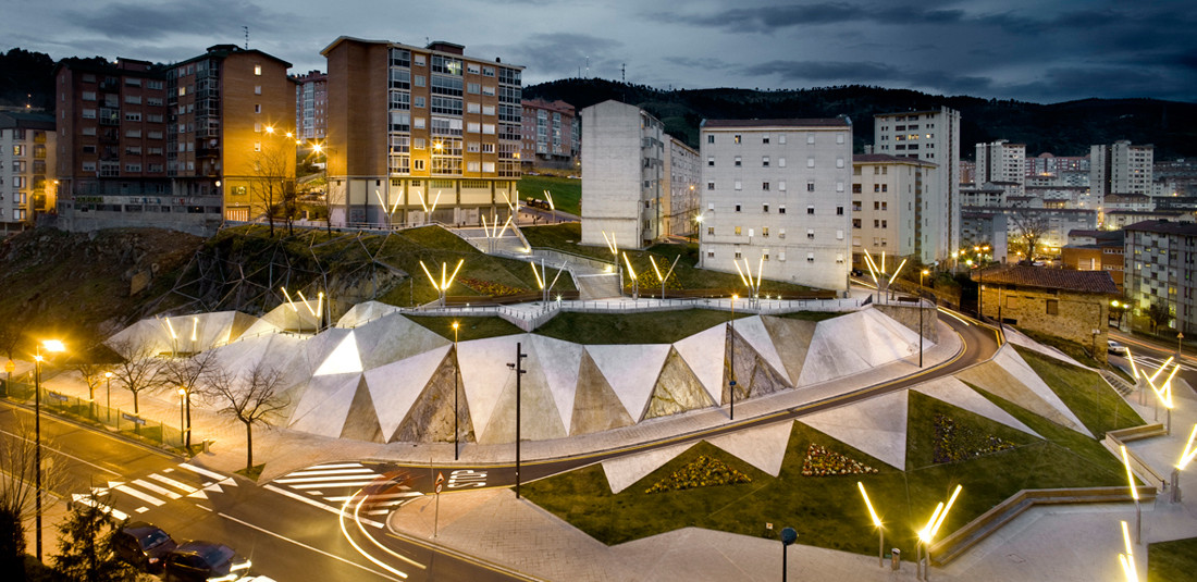 Galindez Slope and  Pau Casals Square / ACXT, © Aitor Ortiz