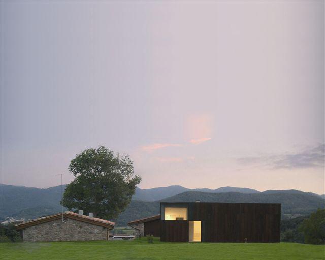 """New """"Cabaña"""" & Accesses to a Country house / Hidalgo Hartmann"""