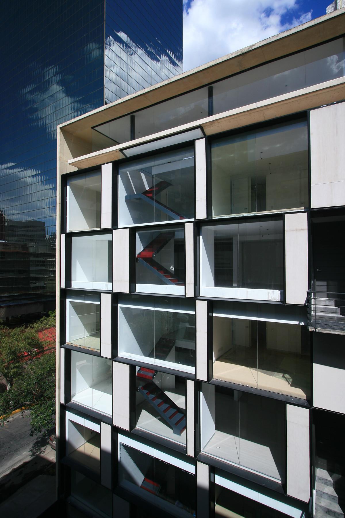 Monte Elbruz Building / Garduño Arquitectos