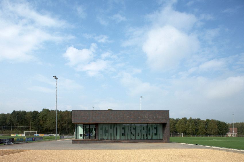 Clubhouse in Hoensbroek / MoederscheimMoonen Architects