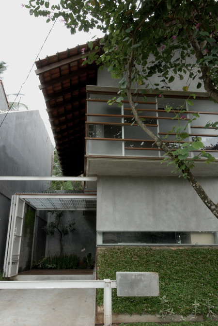 Gallery of d minution house sub studio for visionary for Amenager jardin 400m2