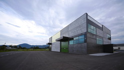 Office, Store & shop concrete container / OFIS Arhitekti