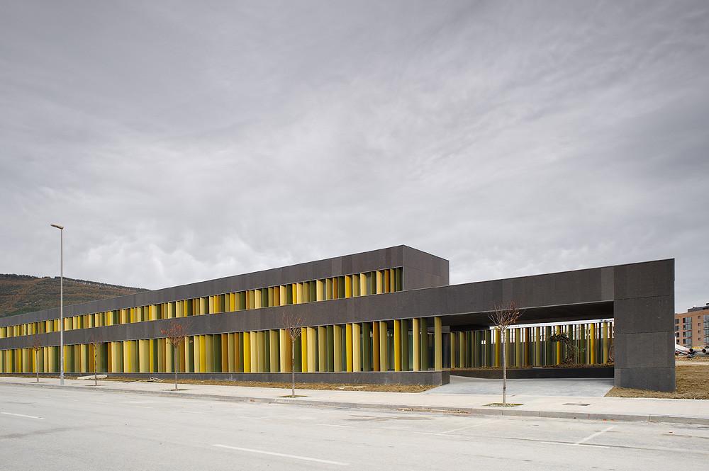 Nursery school in pamplona larraz arquitectos archdaily - Arquitectos navarra ...