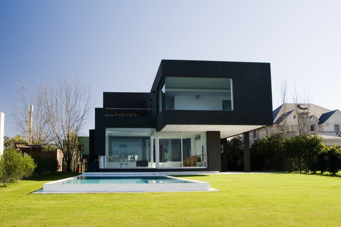 The black house andres remy arquitectos archdaily for Plan de maison cubique