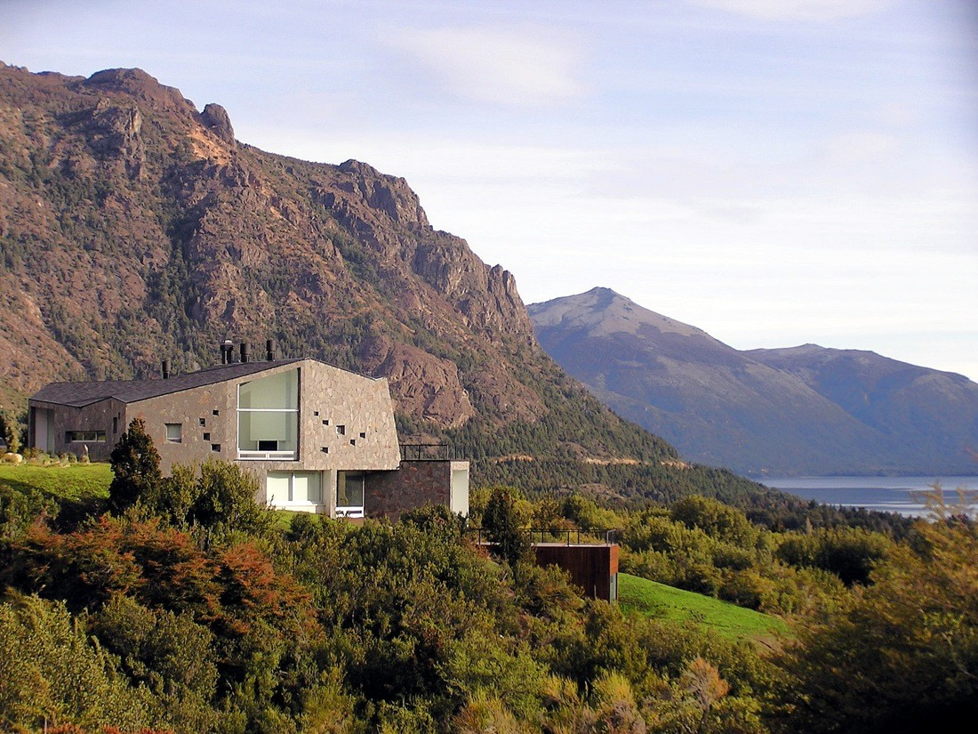 House on the mountain alric galindez arquitectos archdaily for The mountain house