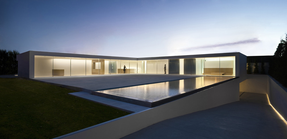 Atrium house fran silvestre arquitectos archdaily for Atrium homes
